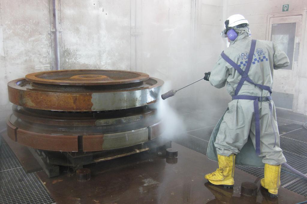 Con agua a ultra alta presión se puede remover el oxido de las estructuras metálicas, sin dañar la superficie